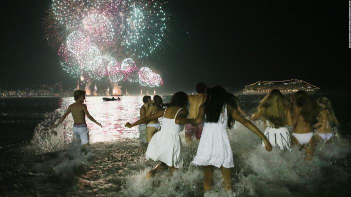 Año Nuevo en las playas brasileñas | Video | CNN