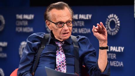Larry King es hospitalizado en Los Ángeles por covid-19