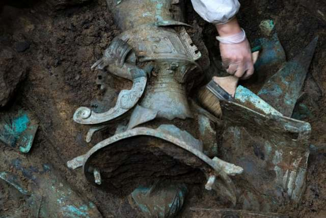 Un arqueólogo trabaja en uno de los yacimientos, a principios de marzo de 2021. (Crédito: Shen Bohan / Sinhua / SipaUSA)