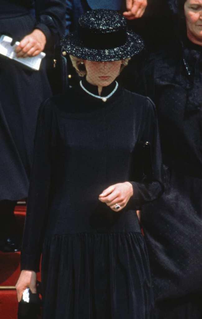 código vestimenta funeral