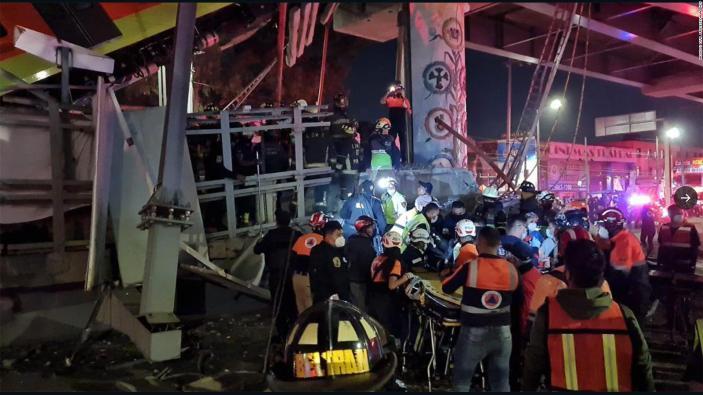 26 muertes en el colapso del metro en México