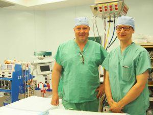 (L-R) Drs Pekko Kuusela and Toni-Karri Pakarinen perform joint-replacement surgeries at the Cayman Islands Hospital