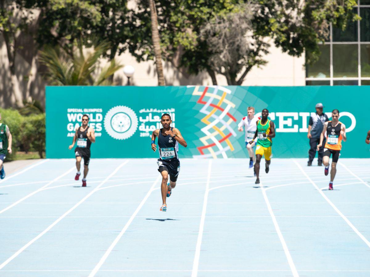 Matthew Ebanks leads the 800m field in golden run