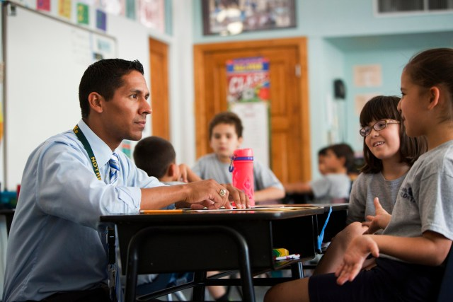 Teacher Matt Gring talks with his students in the third grade at St. Ambrose Catholic School in Tucson, Ariz. (CNS/Nancy Wiechec)