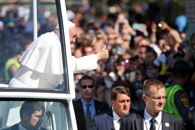 Pope Francis gives a thumbs up to the crowd as he rides in the popemobile in Washington Sept. 23. (CNS/Alex Brandon, pool)