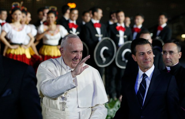 POPE ARRIVE MEXICO AIRPORT