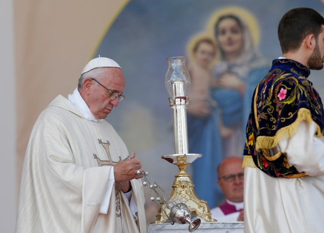 Pope Francis celebrates Mass in Vartanants Square in Gyumri June 25. (CNS/Paul Haring)