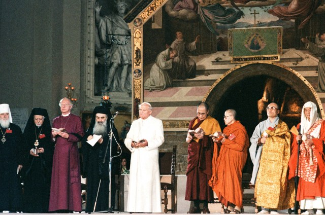 Pope John Paul II attends an interreligious peace meeting in Assisi, Italy, in this Oct. 27, 1986, file photo. (CNS/L'Osservatore Romano)