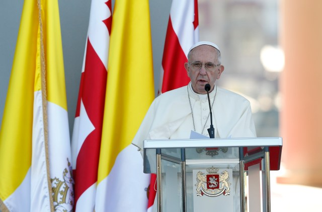 Pope Francis attends a meeting with Georgian President Giorgi Margvelashvili, government authorities, members of civil society and the diplomatic corps in the courtyard of the presidential palace in Tbilisi, Georgia, Sept. 30. (CNS photo/Paul Haring)