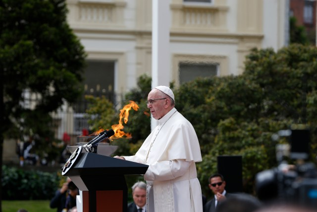Pope Francis addresses the audience during a meeting with Colombian President Juan Manuel Santos and other government authorities in the courtyard of the presidential palace in Bogota, Colombia, Sept. 7. (CNS/Paul Haring)