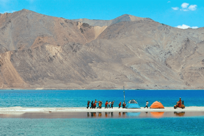 """Pangong Lake From the Final Scene of the """"3 Idiots"""" Movie"""