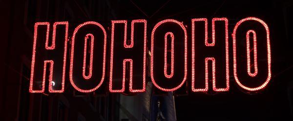 lumière type néon où il est écrit hohoho