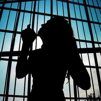 Una de cada dos mujeres en prisión esperan sentencia