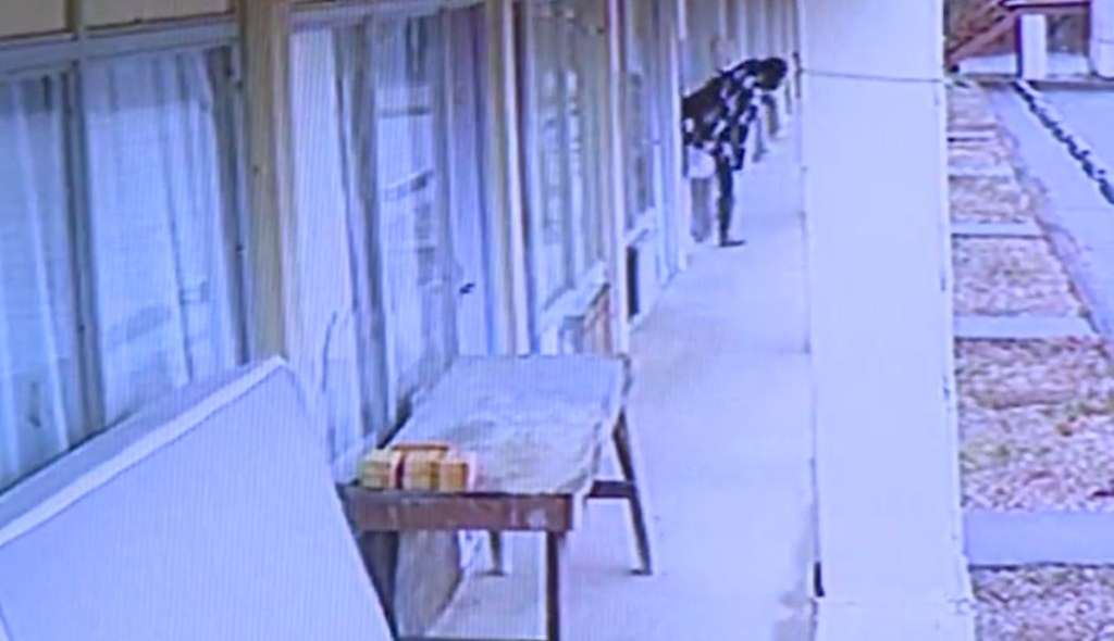 WATCH:Dad's girlfriend climbs through broken hotel window with baby in arms, leaves infant outside overnight