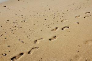 footprints-1189780_960_720