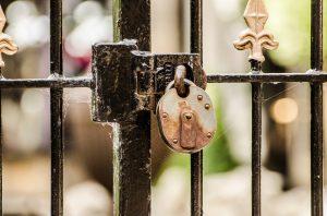 vieux-portail-cadenas