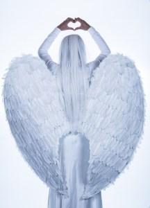 femme-ange-blanc-coeur