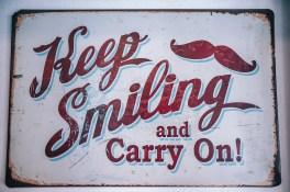 Garde le sourire et continue !  Le diktat du positivisme.