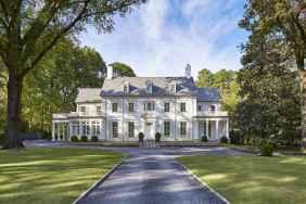 130 Stunning Farmhouse Exterior Design Ideas (122)