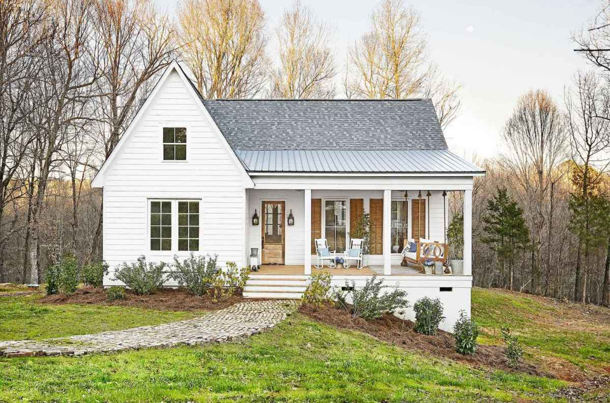 130 Stunning Farmhouse Exterior Design Ideas (69)