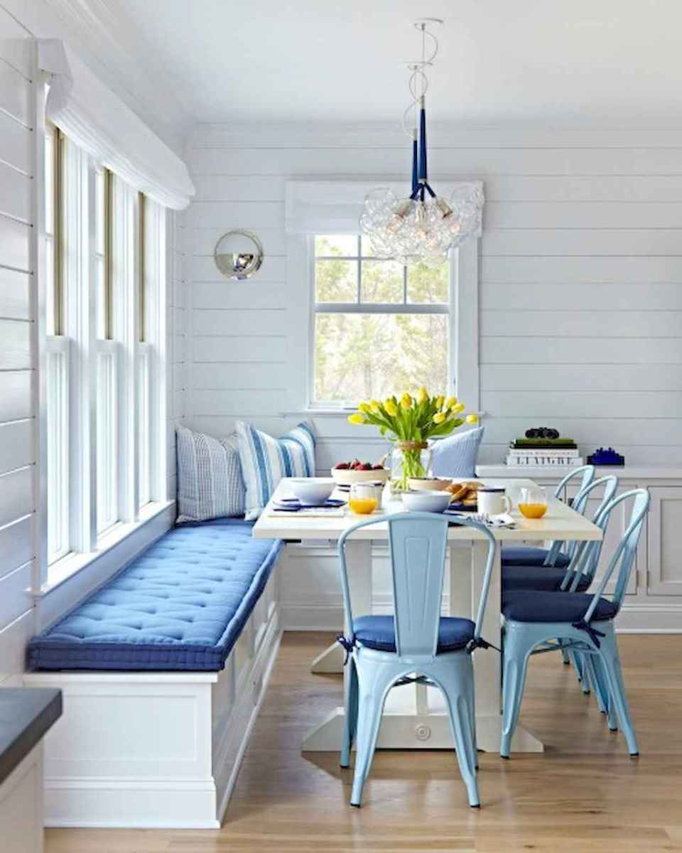 70 Cool and Clean Coastal Living Room Decorating Ideas (23)