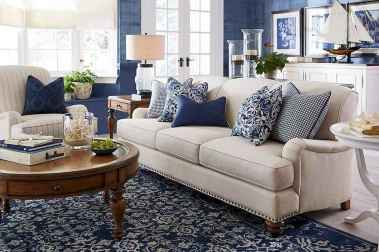 70 Cool and Clean Coastal Living Room Decorating Ideas (65)