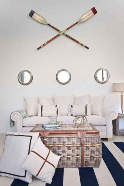 70 Cool and Clean Coastal Living Room Decorating Ideas (8)