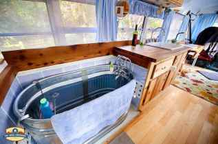 70 Brilliant RV Living Iinterior Remodel Ideas On A Budget (32)