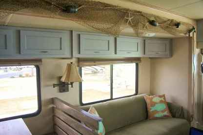 70 Brilliant RV Living Iinterior Remodel Ideas On A Budget (53)