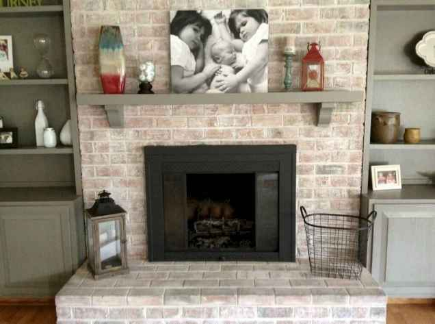 40 Awesome Farmhouse Fireplace Decor Ideas and Remodel (41)