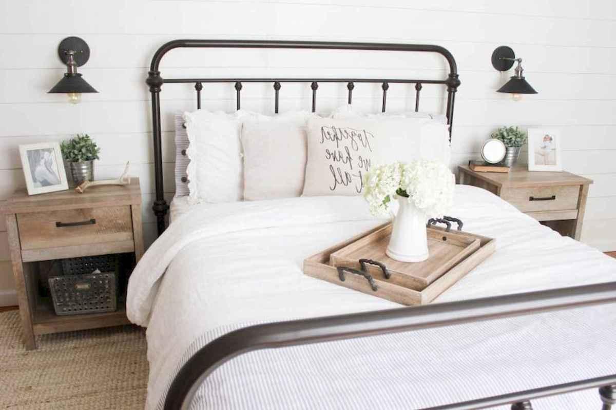40 Modern Farmhouse Bedroom Decor Ideas and Makeover (25)