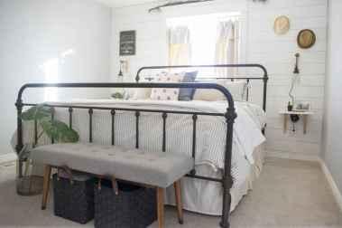 40 Modern Farmhouse Bedroom Decor Ideas and Makeover (31)
