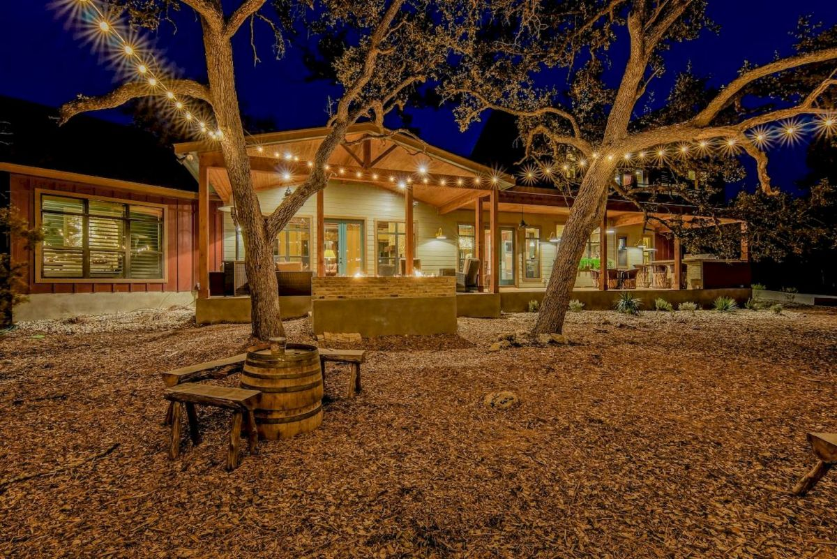 55 Beautiful Backyard Lighting Decor Ideas and Remodel (2)