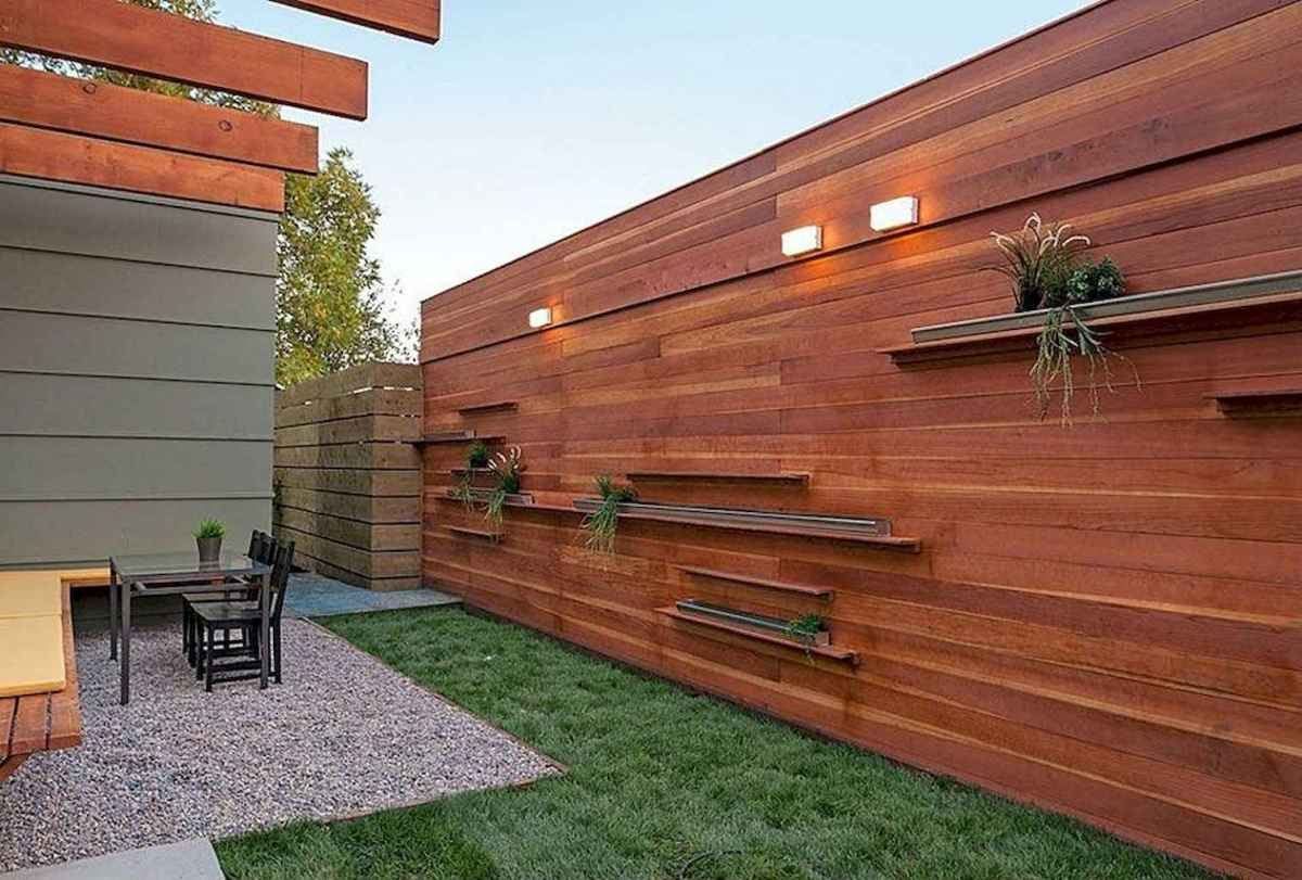 70 Gorgeous Backyard Privacy Fence Decor Ideas on A Budget (55)