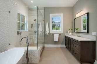 150 Awesome Farmhouse Bathroom Tile Floor Decor Ideas And Remodel To Inspire Your Bathroom (77)