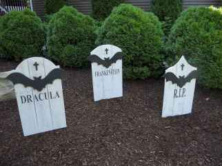 60 DIY Outdoor Halloween Decorations Ideas And Makeover (19)