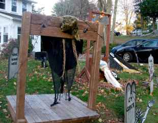 60 DIY Outdoor Halloween Decorations Ideas And Makeover (20)