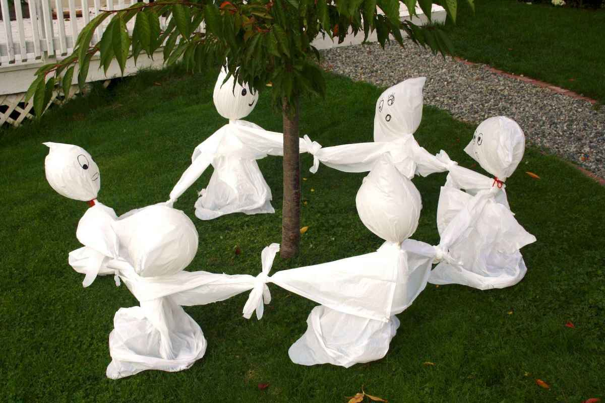 60 DIY Outdoor Halloween Decorations Ideas And Makeover (22)