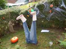 60 DIY Outdoor Halloween Decorations Ideas And Makeover (27)