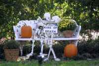 60 DIY Outdoor Halloween Decorations Ideas And Makeover (44)