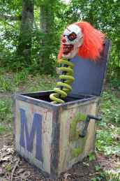 60 DIY Outdoor Halloween Decorations Ideas And Makeover (46)