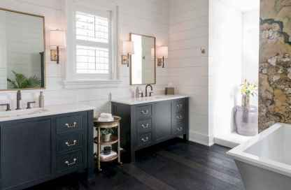 80 Awesome Farmhouse Master Bathroom Decor Ideas And Remodel (14)