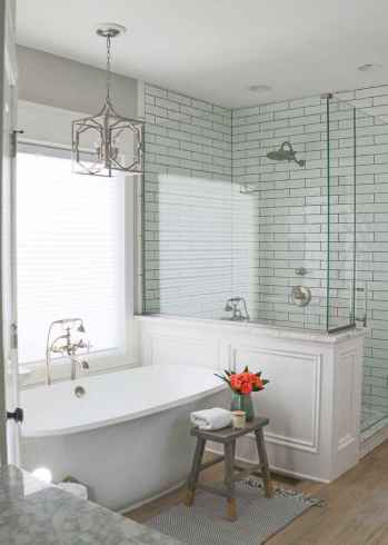 80 Awesome Farmhouse Master Bathroom Decor Ideas And Remodel (7)