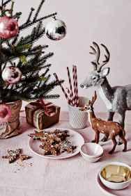 35 Beautiful Christmas Decor Ideas Table Centerpiece (25)