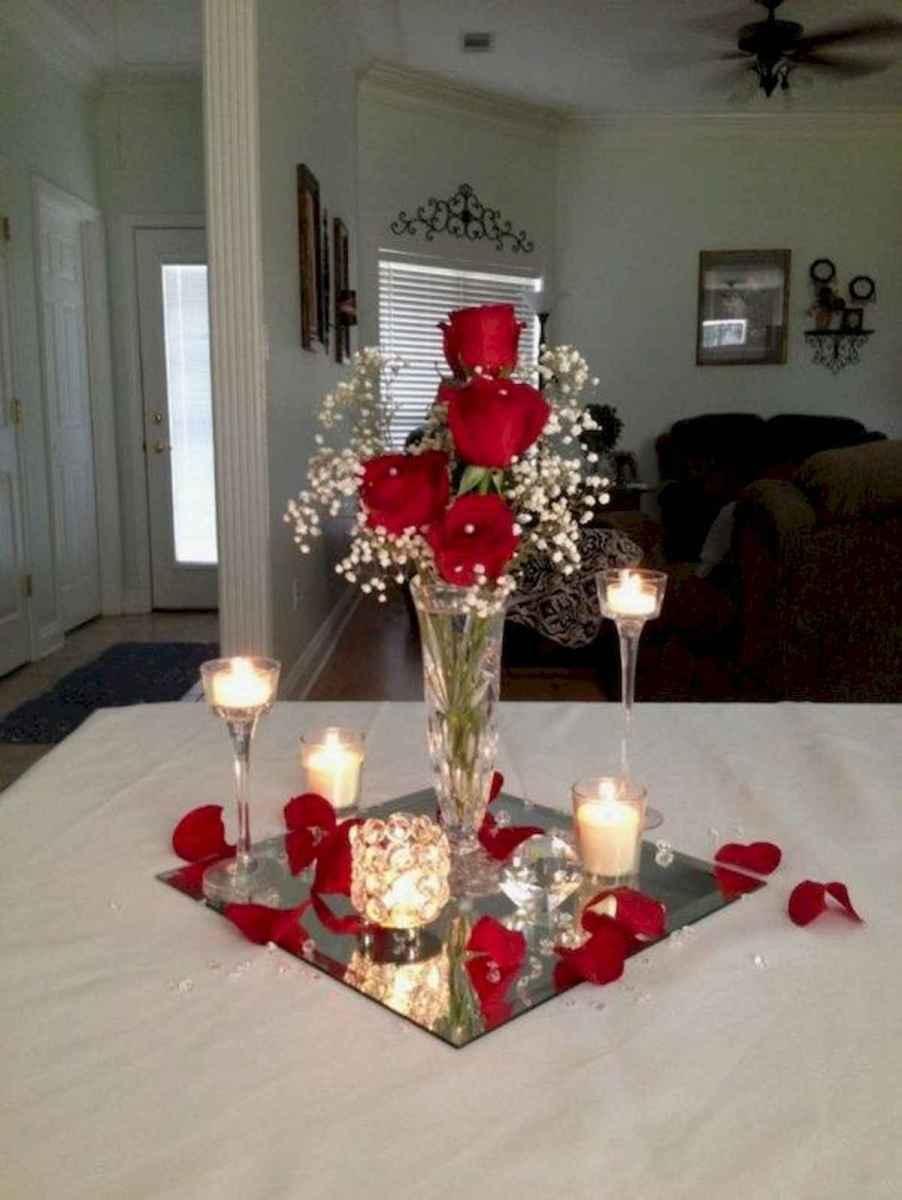 35 Beautiful Christmas Decor Ideas Table Centerpiece (28)