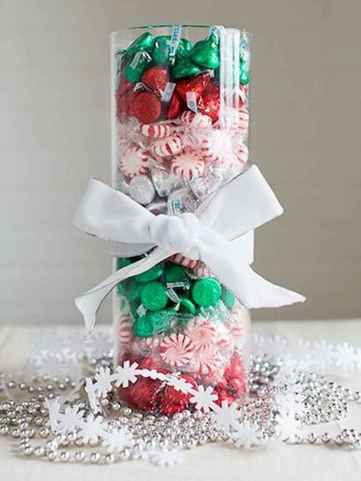 35 Beautiful Christmas Decor Ideas Table Centerpiece (31)