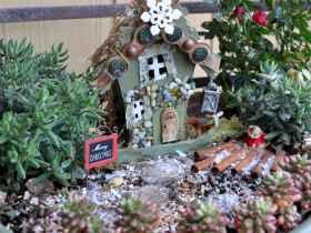 45 Beautiful Christmas Fairy Garden Decor Ideas (34)