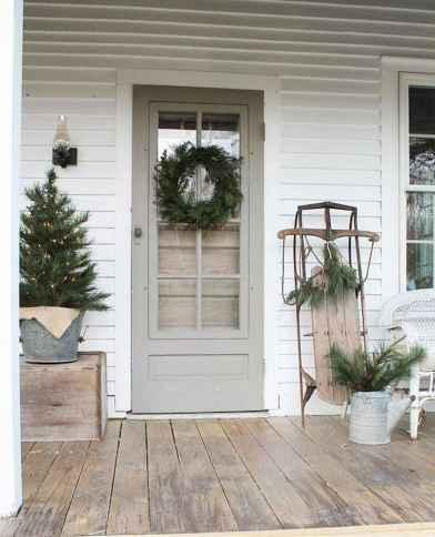 50 Front Porches Farmhouse Christmas Decor Ideas (16)
