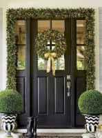 50 Front Porches Farmhouse Christmas Decor Ideas (24)