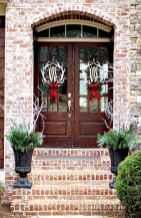 50 Front Porches Farmhouse Christmas Decor Ideas (32)